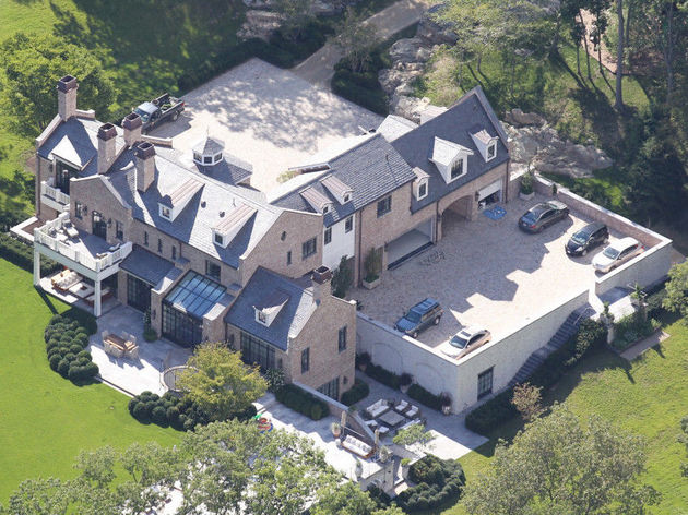 Gisele bundchen tom brady 39 s dream houses hello lovely Tom brady gisele bundchen brookline house