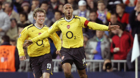 Arsenal's Frenchman Thierry Henry (R) ce