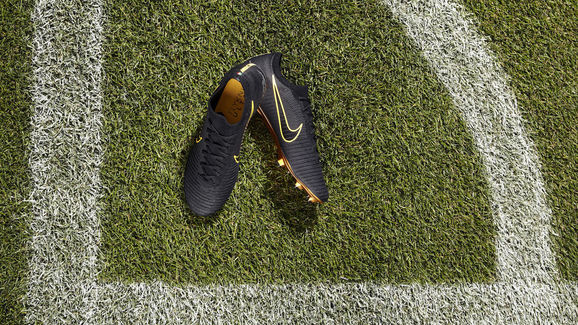 finest selection 2a6f6 f3a81 Chelsea's Eden Hazard Shows Off New Nike Mercurial Vapor ...