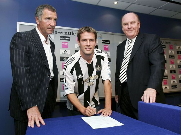Michael Owen signs for Newcastle United