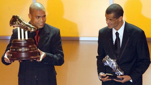 Brazilian Ronaldo (l) shows the Adidas G