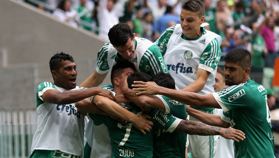 SAO PAULO, BRAZIL - SEPTEMBER 06: Dudu (7) of Palmeiras celebrates scoring the third goal with his team during the match between Palmeiras and Corinthians for the Brazilian Series A 2015 at Allianz Parque on September 6, 2015 in Sao Paulo, Brazil. (Photo by Friedemann Vogel/Getty Images)
