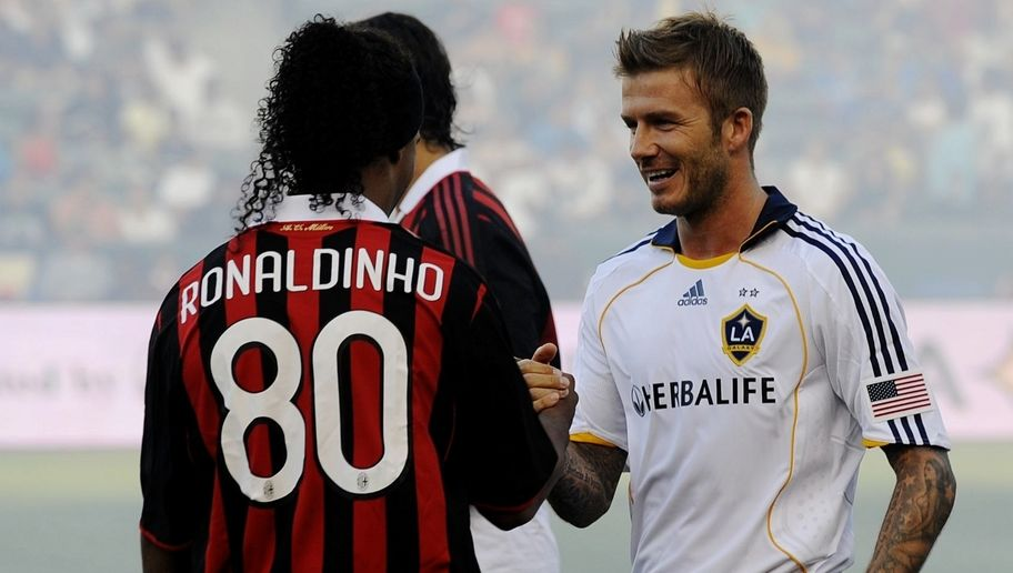 CARSON, CA - JULY 19:  David Beckham #23 of the Los Angeles Galaxy greets former teammate Ronaldinho #80 of AC Milan before the MLS friendly match at The Home Depot Center on July 19, 2009 in Carson, California. (Photo by Kevork Djansezian/Getty Images)