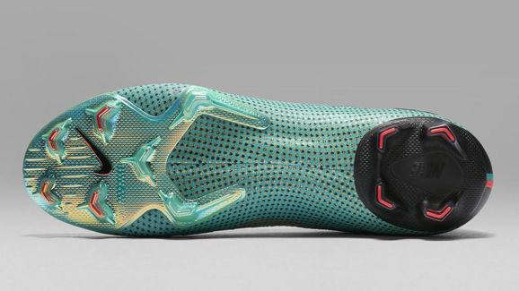 Nike CR7 CHAPTER 6: BORN LEADER