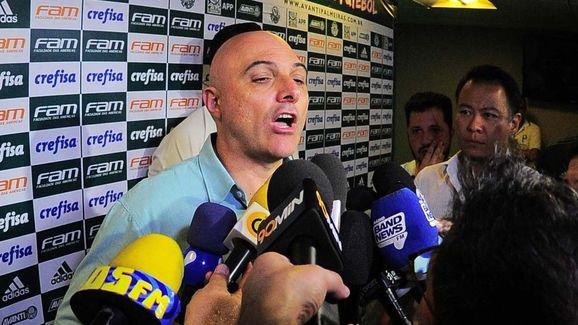 Presidente do Palmeiras irritado