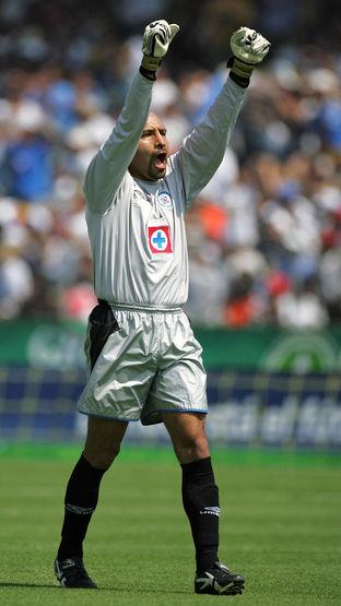 Oscar Perez, portero de Cruz Azul, celeb...