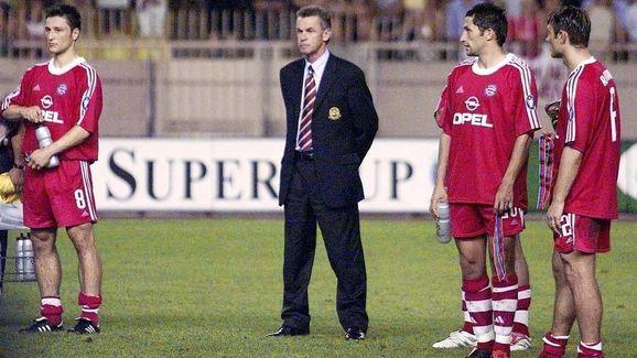 FUSSBALL: UEFA SUPERCUP 2001, FC BAYERN MUENCHEN - FC LIVERPOOL 2:3