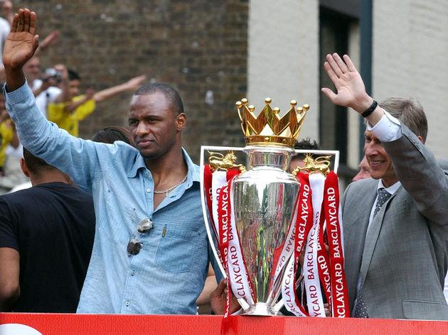 Arsenal team captain Patrick Vieira (L)