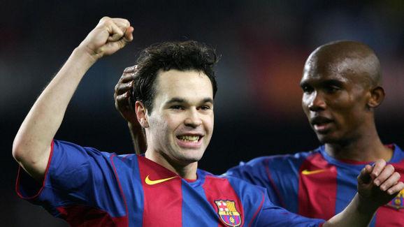 Barcelona's Iniesta (L) and  Samuel Eto'