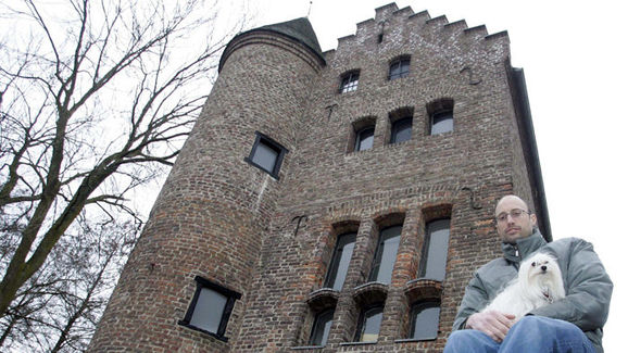 Kasey Keller and his Castle