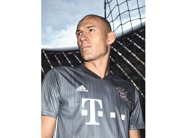 PHOTOS  Bayern Munich Launch 2018 19 adidas Third Kit Made With ... b34beae40