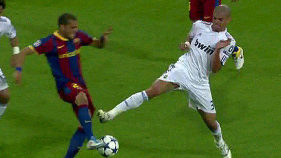 Dani Alves - Pepe, FC Barcelona Vs Real Madrid