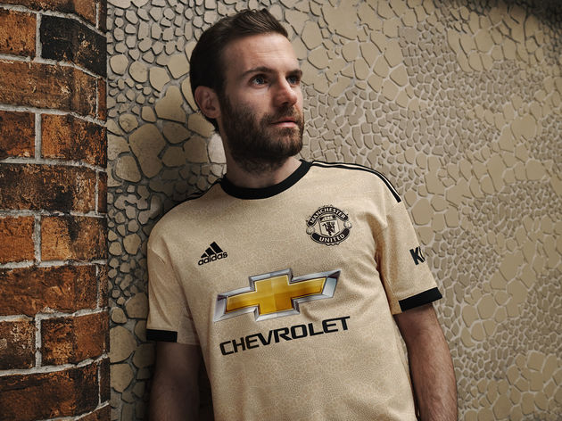 official photos a6181 e513d Manchester United Kit: adidas Unveil New Sleek Gold & Black ...