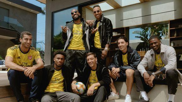 Nové venkovní dresy Arsenalu