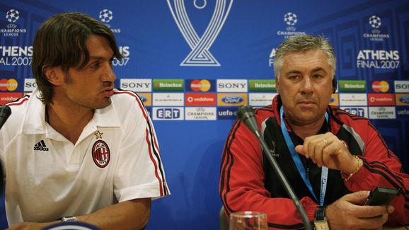 AC Milan's defender Paolo Maldini (L) an...
