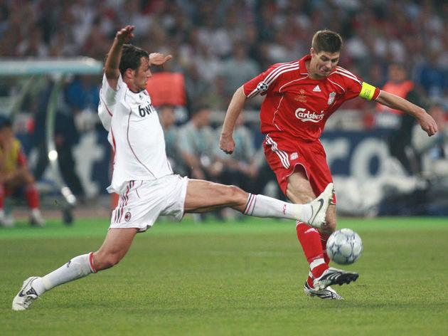 AC Milan's defender Paolo Maldini (L) vi...