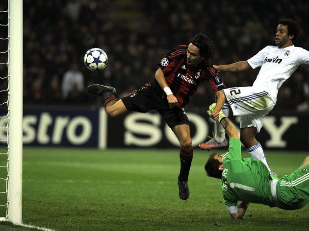 AC Milan's forward Filippo Inzaghi (L) s