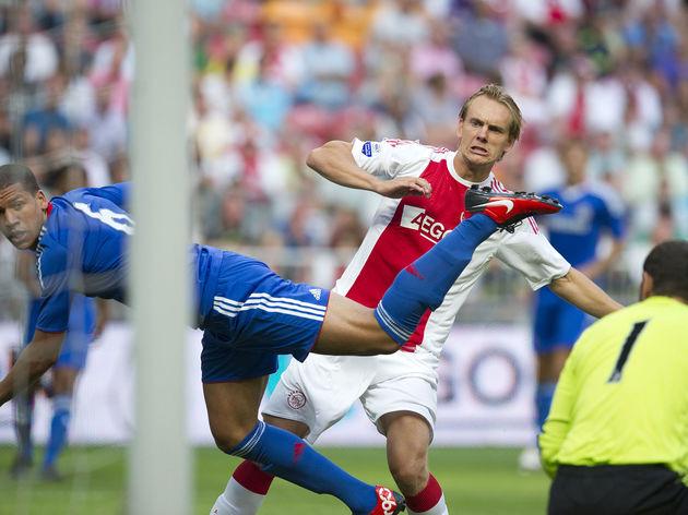 Ajax-Amsterdam's Siem de Jong (C) is wat
