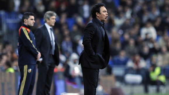 Almeria's Mexican coach Hugo Sanchez (R)