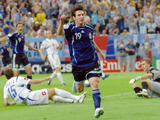 Argentinian forward Lionel Messi celebra