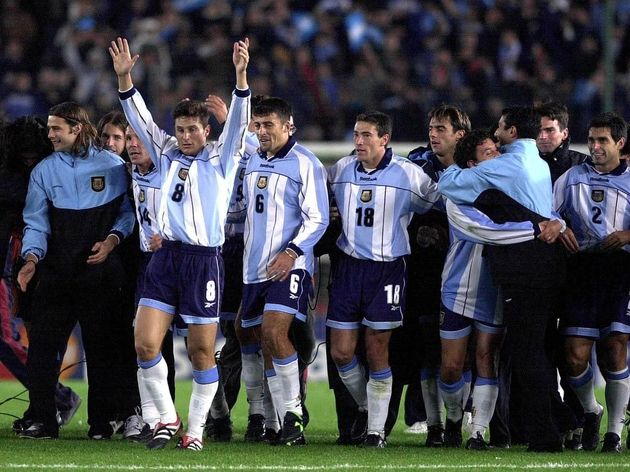 Argentinian soccer players celebrate in the Monume
