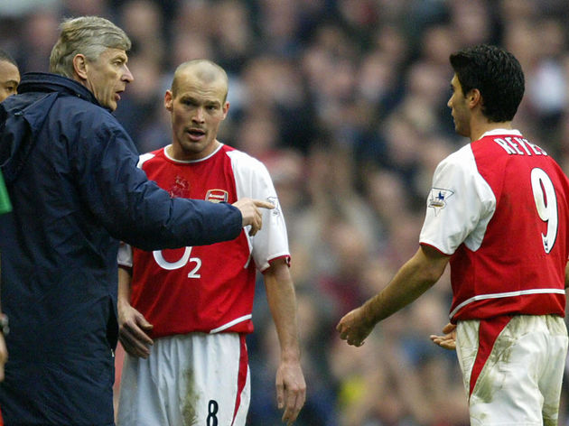 Arsenal manager French Arsene Wenger (L)