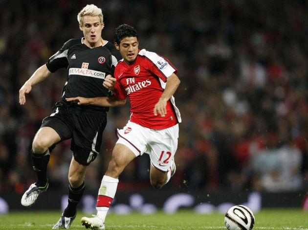 Arsenal's Mexican Striker Carlos Vela (R