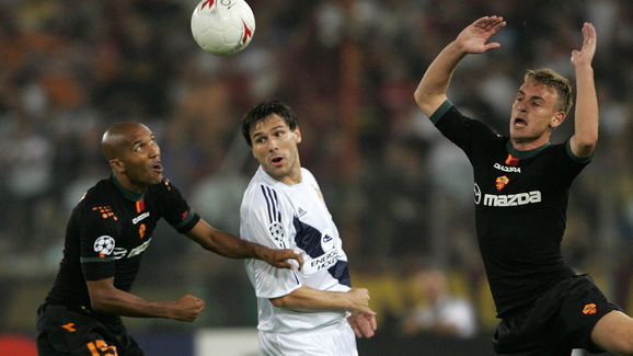 AS Roma's French Olivier Dacourt (L) cha