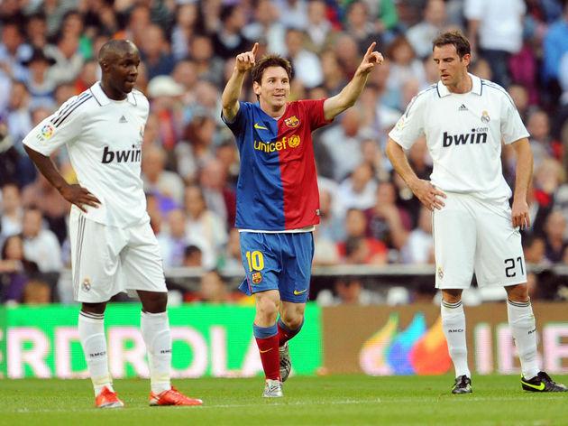 Barcelona's Argentinian Lionel Messi (C)