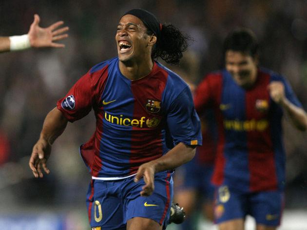 Barcelona's Brazilian Ronaldinho (C) cel
