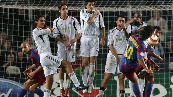 Barcelona's Brazilian Ronaldinho (R) tak