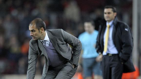 Barcelona's coach Pep Guardiola (L) catc