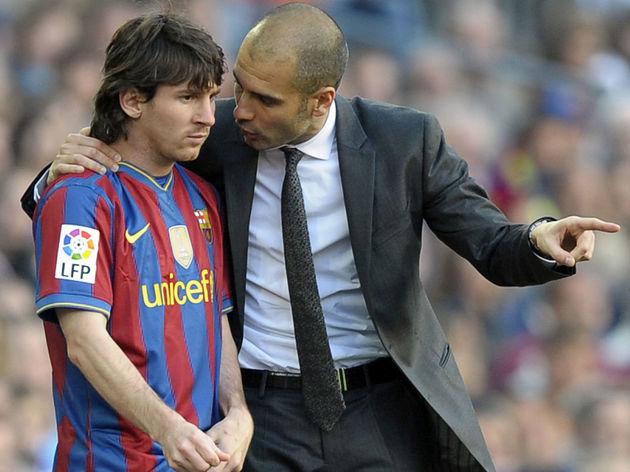 Barcelona's coach Pep Guardiola (R) talk