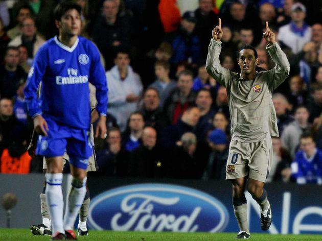 Barcelona's Ronaldinho (R) celebrates sc