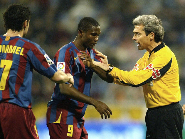Barcelona's Samuel Eto of Cameroon (C) a