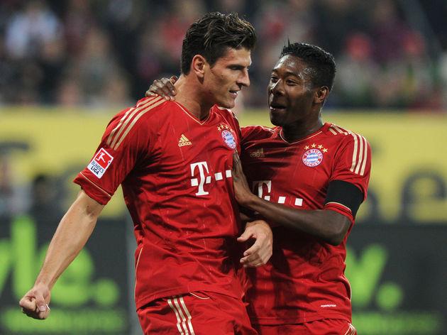 Bayern Munich's striker Mario Gomez (L)