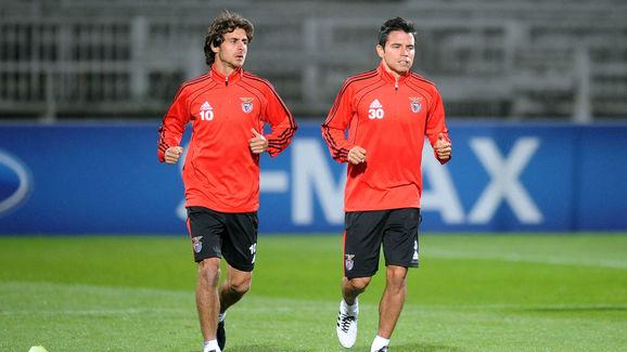 Benfica player Javier Saviola (R) and Pa