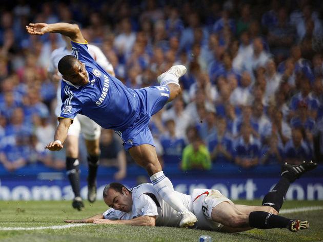 Bolton Wanderers' Gavin McCann (bottom)