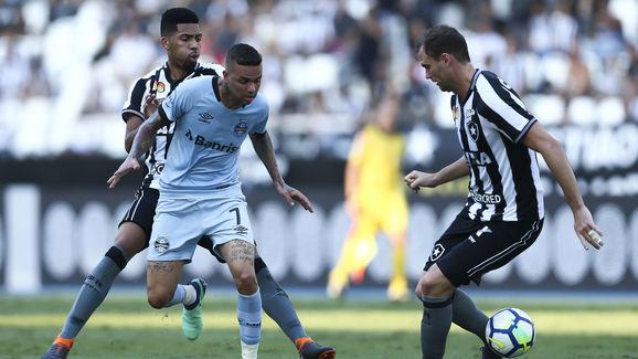 Botafogo v Gremio - Brasileirao Series A 2018