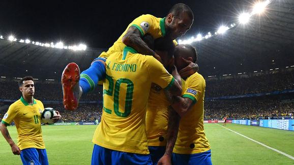 Gabriel Jesus,Everton,Roberto Firmino,Dani Alves