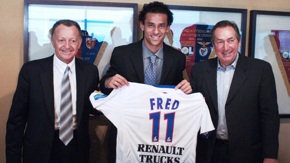 Brazilian forward Fred (C) poses with Ol