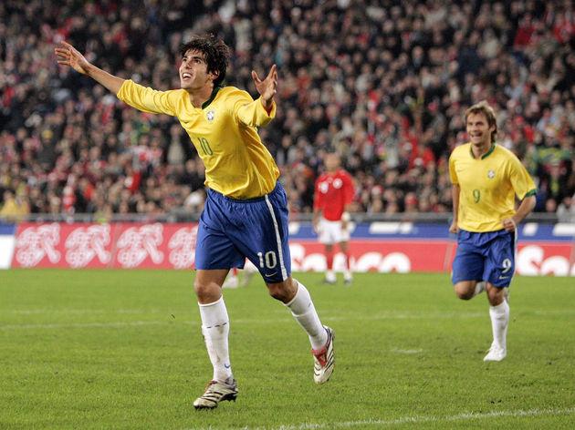Brazilian midfielder Kaka (L) celebrates