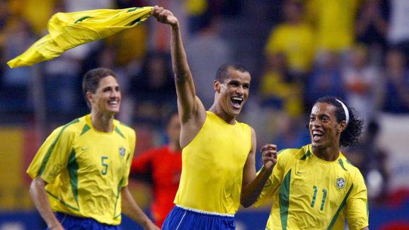 Brazilian midfielder Rivaldo (C) celebrates after
