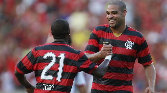 Brazilian striker Adriano (R) of Flameng