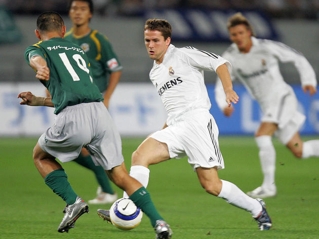 British striker Michael Owen (C) of Real