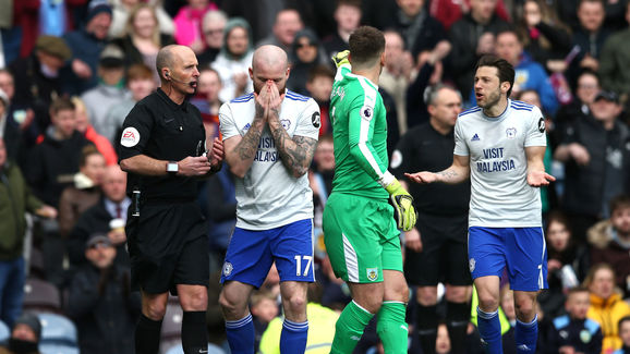 Aron Gunnarsson,Mike Dean,Harry Arter