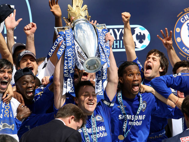 Chelsea's Captain John Terry (C) lifts t