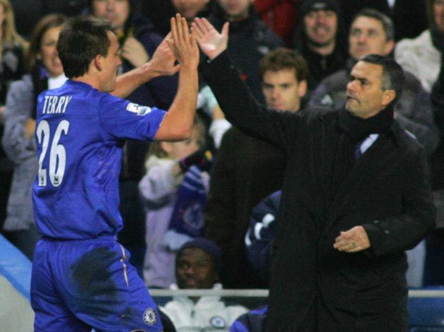 Chelsea's captain John Terry (L ) celebr