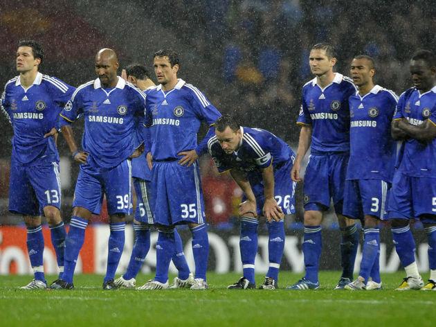 Chelsea's English defender John Terry (C
