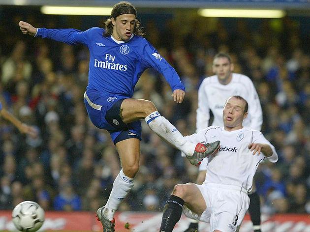 Chelsea's Hernan Crespo (L) has a goal a
